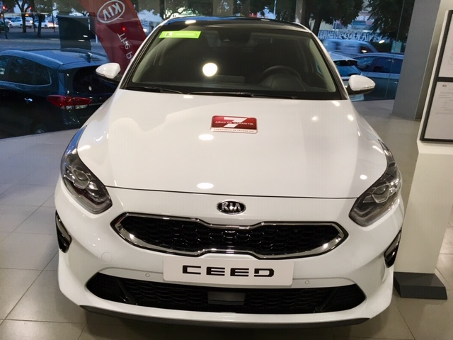 KIA cee'd Blanco Gasolina Manual Berlina 5 puertas 2019