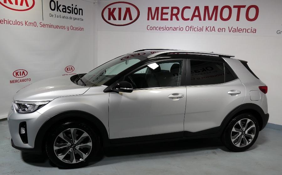 KIA Stonic Gris / Plata Gasolina Manual 4x4 SUV 5 puertas 2018