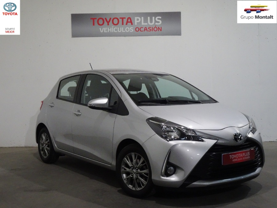 TOYOTA Yaris Gris / Plata Gasolina Manual Berlina 5 puertas 2019