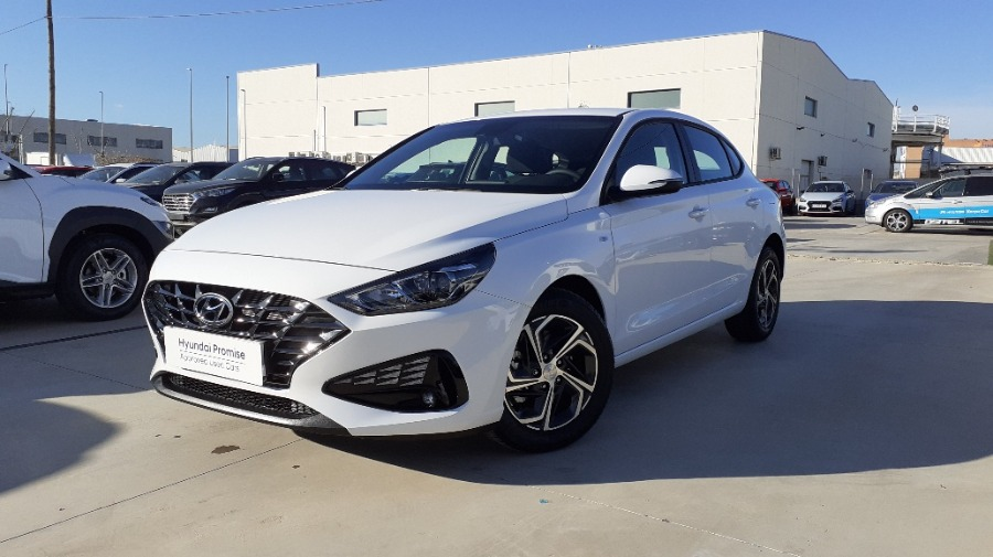HYUNDAI i30 Blanco Gasolina Manual Berlina 5 puertas 2021