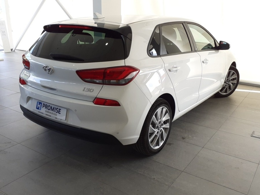 HYUNDAI i30 Blanco Diesel Manual Familiar 5 puertas 2017