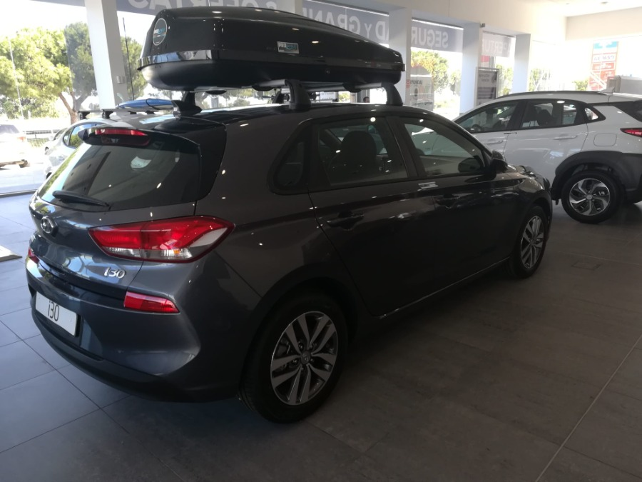 HYUNDAI i30 Gris / Plata Gasolina Manual Berlina 5 puertas 2019