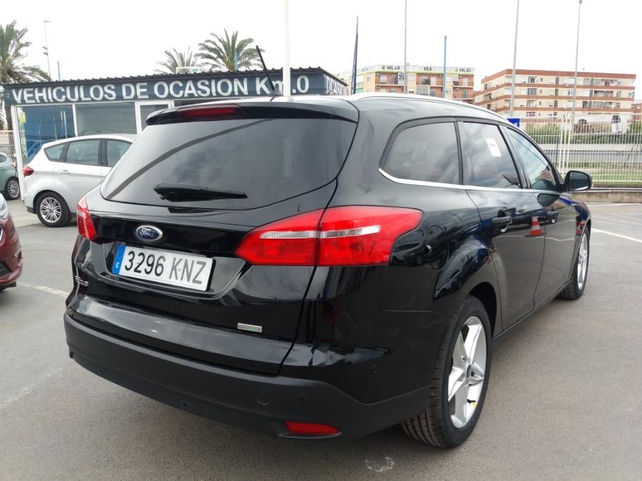 FORD Focus Negro Gasolina Automático Familiar 5 puertas 2017