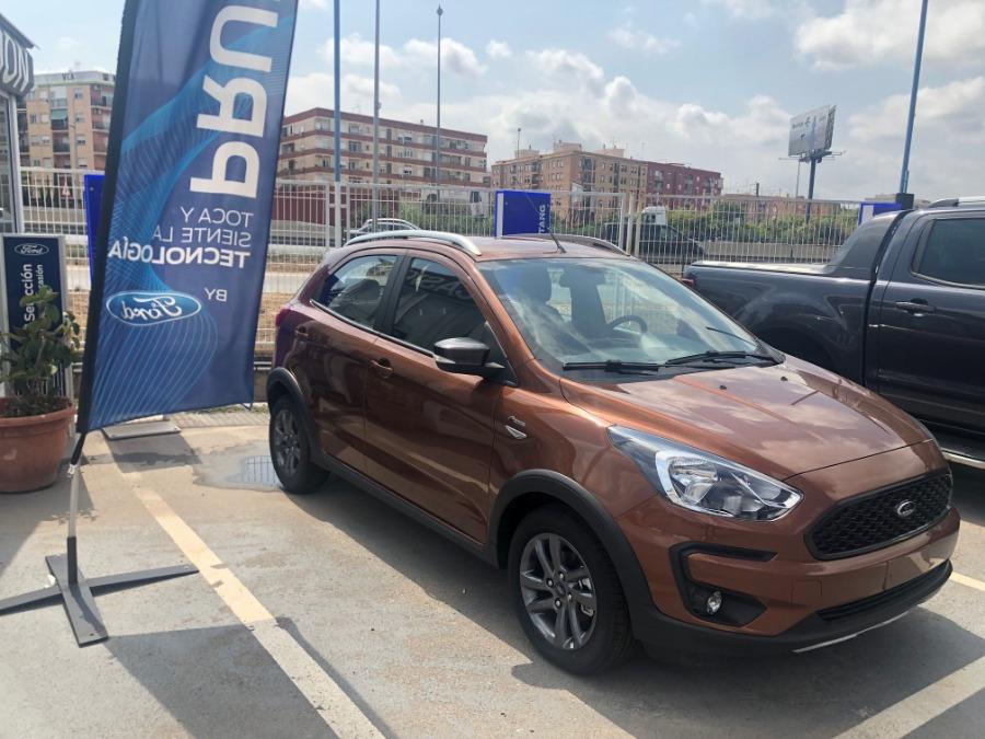 FORD Ka+ Naranja Gasolina Manual Berlina 5 puertas 2019