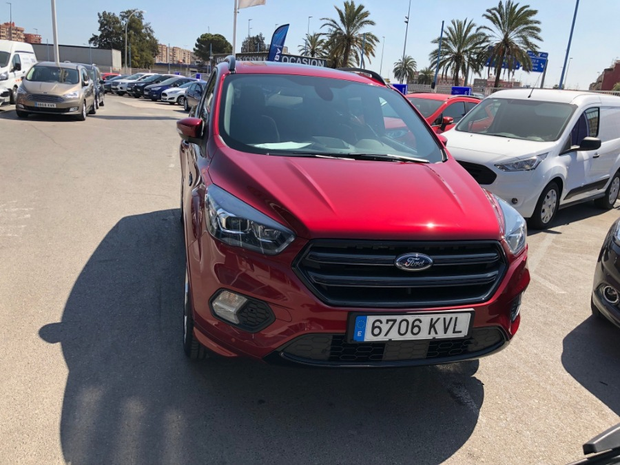 FORD Kuga Rojo Gasolina Manual 4x4 SUV 5 puertas 2019