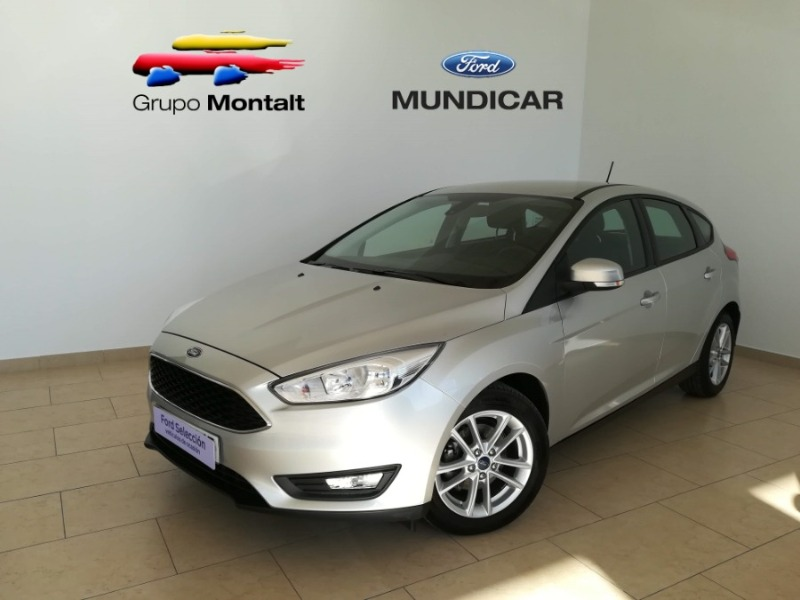 FORD Focus Gris / Plata Gasolina Manual Berlina 5 puertas 2017