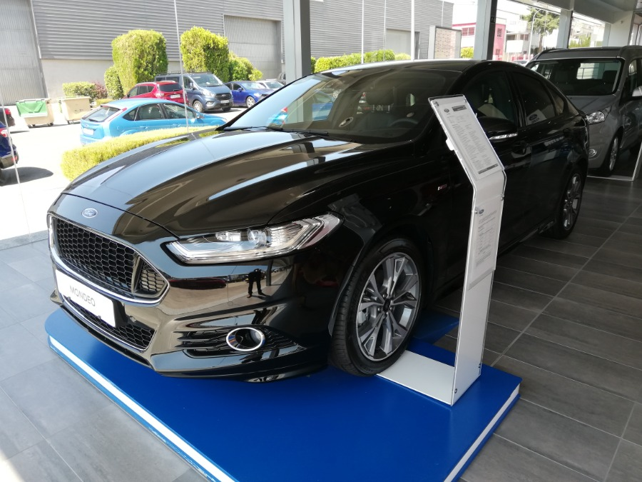 FORD Mondeo Negro Diesel Manual Berlina 5 puertas 2017