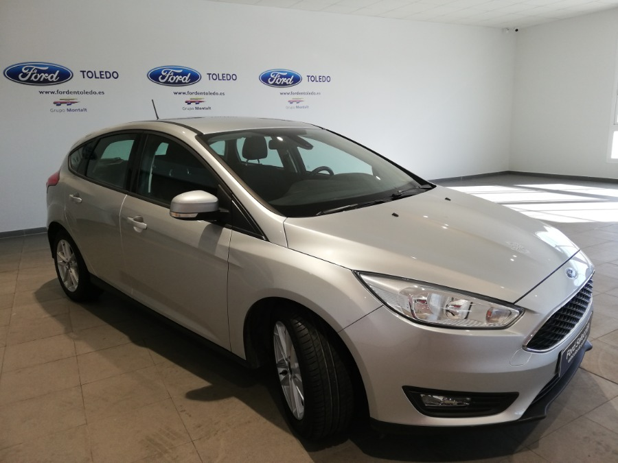 FORD Focus Gris / Plata Gasolina Automático Berlina 5 puertas 2017