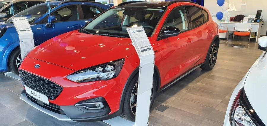 FORD Focus Rojo Eléctrico / Híbrido Manual Berlina 5 puertas 2020