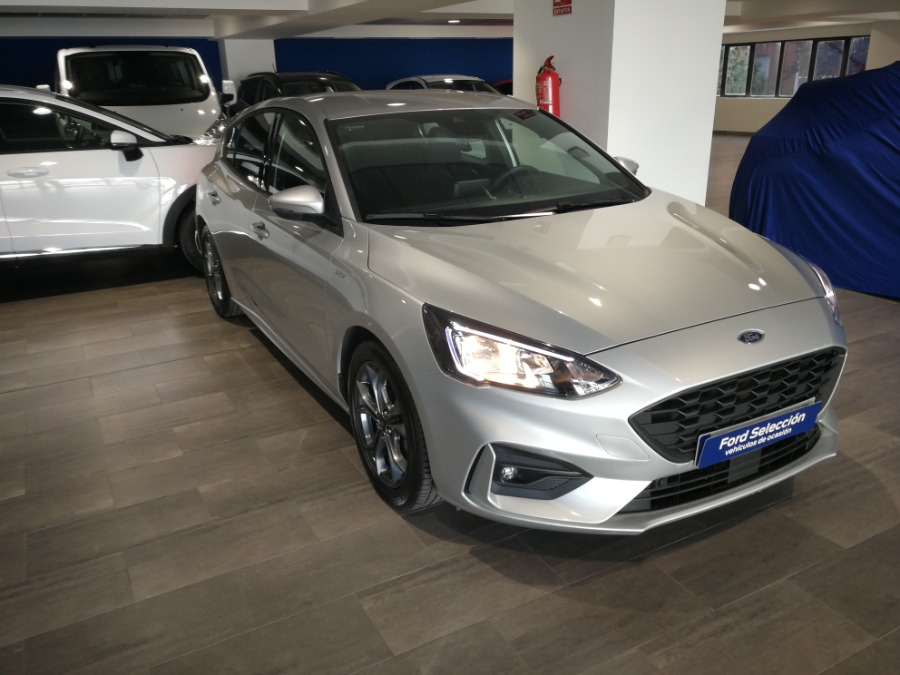 FORD Focus Gris / Plata Gasolina Manual Berlina 5 puertas 2019