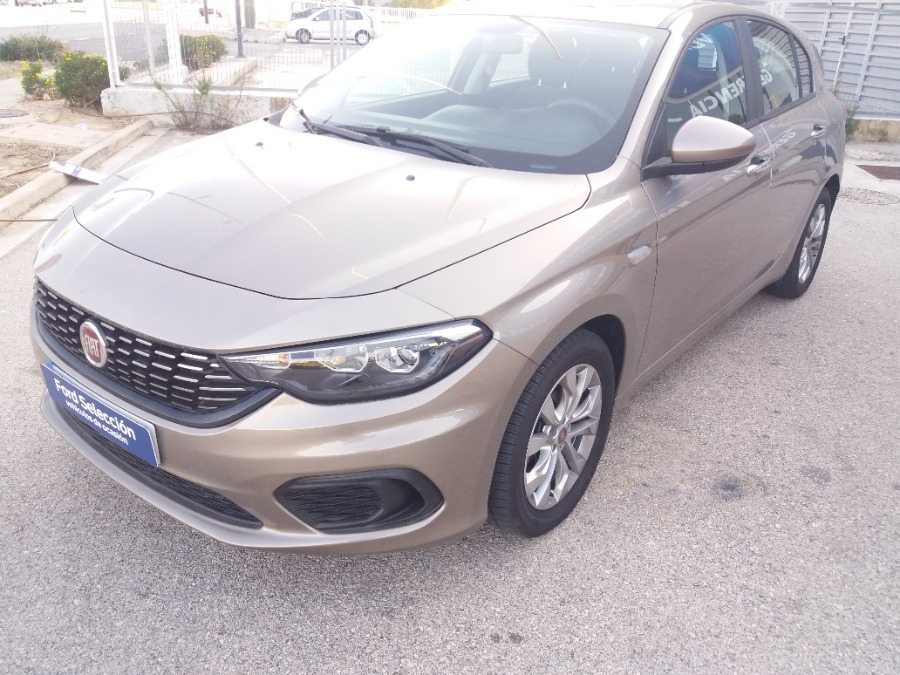 FIAT Tipo Marrón Gasolina Manual Berlina 4 puertas 2018