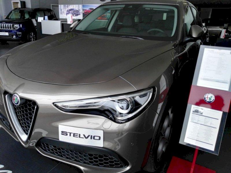 ALFA ROMEO Stelvio Gris / Plata Gasolina Automático 4x4 SUV 5 puertas 2018